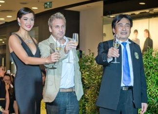 (L-R) Metinee, Kingpayome, developer Winston Gale, and Pattaya Deputy Mayor Ronakit Ekasingh raise a toast during the soft opening ceremony for The Riviera Jomtien.