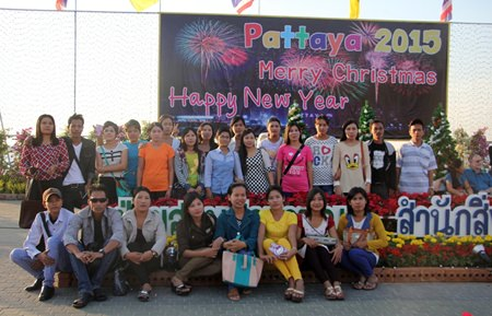 Tour groups pose for a memorable photo in Central Pattaya.