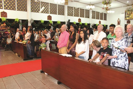 More than 300 faithful celebrated Christmas Eve Mass at St. Nikolaus Church.