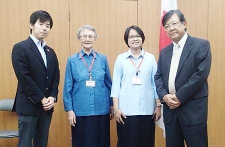 H.E. Shigekazu Sato (right), Ambassador of Japan, and Sister Jiemjit Thumpichai (2nd left), President of the Good Shepherd Foundation, jointly signed a grant contract at the Embassy of Japan for a new school bus.