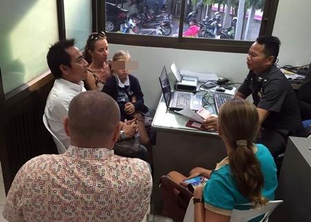 Vladimir Pomytkin and wife Yulia Tikhovskaya make a report to police about Aleksander Kuznetsov who allegedly tried to kidnap Yulia in Pattaya.