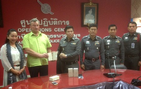 """Pol. Col. Thummanoon Mankhong and Yuri Mamiadof of the Russian Club announce the start of an online """"interpreter on demand"""" service to better assist those from Eastern Europe."""