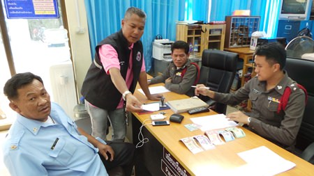 At press time, Yongyuth had not yet called in to the police station to collect his wallet and money.