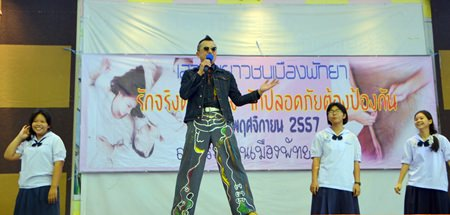 """Manaswin """"Tik Shiro"""" Nanthasaen entertains the students, giving a motivational speech at the World AIDS Day sex-education seminar for students from Pattaya schools 4 and 7."""
