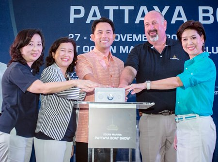 (L to R) Supatra Angkawinijwong, Deputy Managing Director, Ocean Property Group; Wilaiwan Thawitsri, Deputy Governor, Tourism Authority of Thailand; Mayor Itthiphol Kunplome; Scott Finsten, Harbor Master, Ocean Marina; and Nusara Assakul, Chairman, Ocean Property Group, push the button to officially open the event.