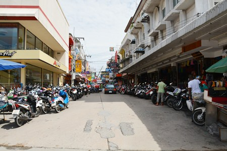 Parking almost always has been, and still is, a mess on Soi Post Office.