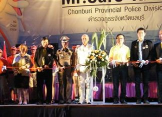 Police and government officials cut the ceremonial ribbon to kick off Pattaya's new nightly police beach patrols.