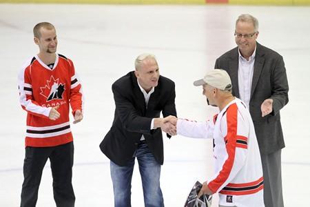 (From left): Adam Pospisil. Phil Haegeman, Rudy Pospisil & Ambassador Calvert on the ice prior to the opening face-off at the charity hockey game in Bangkok. (Photo/Tadasma Nagayama)