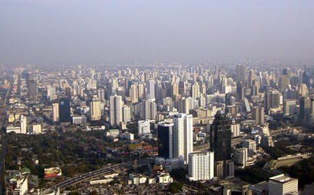 A limited supply of high-end projects in downtown Bangkok has already seen prices at some projects top 300,000 baht per square meter. (Photo/Kimmam/Wikipedia Commons)