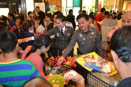 Pol. Col. Supathee Bungkhrong, Deputy Commander of Chonburi Provincial Police, Acting Superintendent of Pattaya Police Station, leads a team of police officers to bring presents, sweets and toys to give children at Central Festival Pattaya Beach.