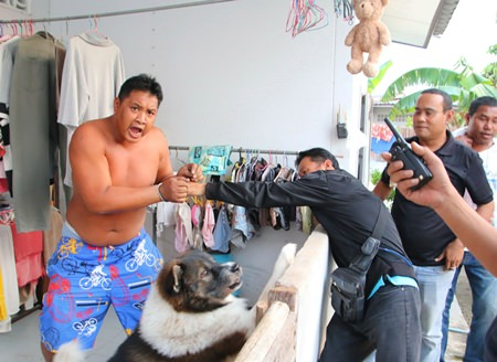 Sattahip police had to fight off dogs protecting alleged drug dealer Sagnad Sungrandorn.