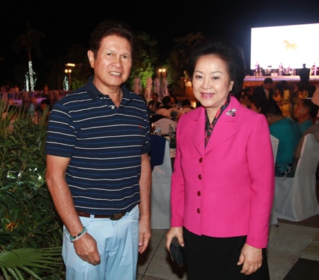 Panga Vathanakul (right), managing director of the Royal Cliff Hotels Group and Santi Bhirombhakdi (left), president of Singha Corporation Co., Ltd., attend the 12th Roi Duang Jai Sai Yai Singha dinner poolside at the Royal Cliff Beach Hotel.