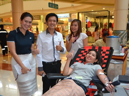 Big C North Pattaya staff and management encourage the blood donors.