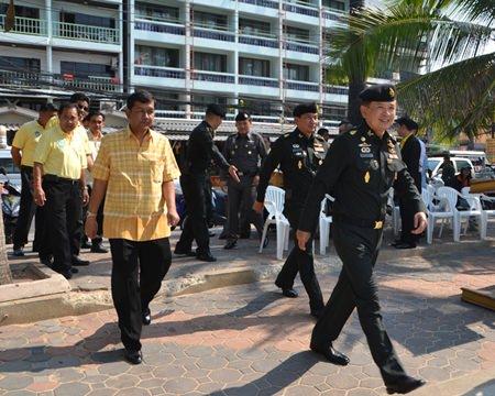 Maj. Gen. Nirandorn Samutsakorn, commander of 14th Military Circle in Chonburi, arrives to spearhead the beach cleanup.
