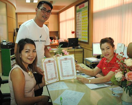 After living together for 3 years, this couple decided Valentine's Day would be a good time to register their marriage at the Banglamung District Office.