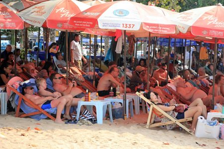 For many people, Valentine's Day in Pattaya means a relaxing day at the beach.