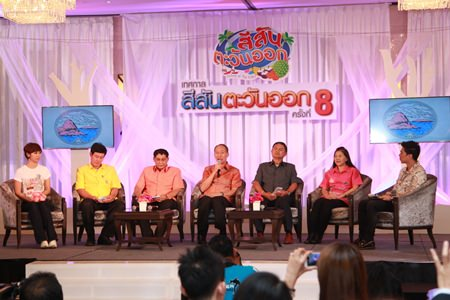 Chonburi Governor Khomsan Ekachai (center) announces this year's Colors of the East festival will be held on Pattaya Beach Feb. 26-March 1.