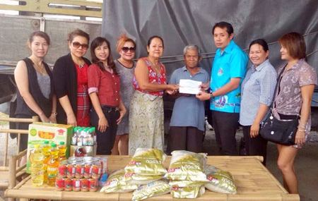 Patsakorn Yusomboon and members of the Soi Chaiyapornvitee committee help Jaroon and Salee Sadajai, two elderly grandparents that have fallen upon hardship.
