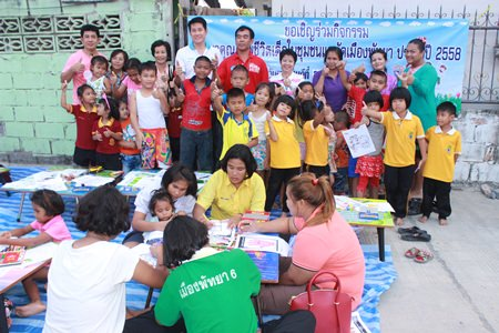 City Councilman Banjong Banthoonprayuk, officials from the Pattaya Social Development Office and representatives from the World Vision Foundation hold the second of their monthly Child Development Project workshops at the Ban Nern Rot Fai community.