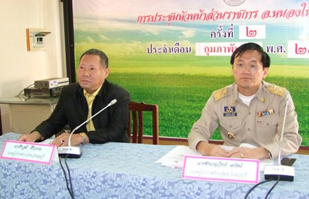 Chonburi deputy governors Teerawut Siriwan and Chamnanwit Terat visit Nong Yai and Banbung districts to begin began implementation of the province's strategies to combat human trafficking, drugs and corruption.