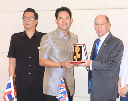 Mayor Itthiphol Kunplome presents an honorary key to the city to British Consul Michael Hancock.