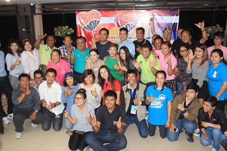 Chai yo! Members of the press gather for a group photo with benevolent hosts Bangkok Pattaya Hospital board of directors to thank them for hosting such a fun party.