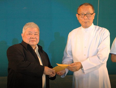 Dr. Chatchai Saengsuriyachat and Father Michael Weera exchange presents.
