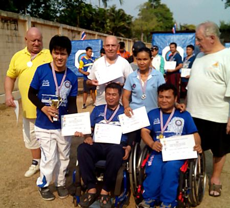 Pattaya Archery Club's 'A' and 'B' teams: (left to right) Stuart, Piya, Gilbert, Wisit, Naruemon, Suphan and Eric.