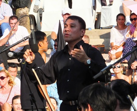 Conductor Lt. Col. Prateep Suphanrojn ensured the 70-piece orchestra played in complete harmony.