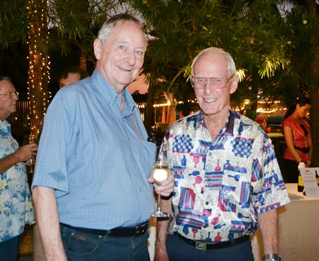 Dieter H. Precourt, Past President of the Rotary Club Phoenix Pattaya, chats with Richard Smith from Pattaya City Expats Club.