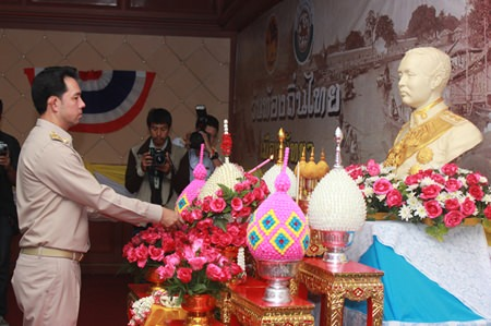 Mayor Itthiphol Kunplome lights candles to honor King Rama V on Local Administration Day.