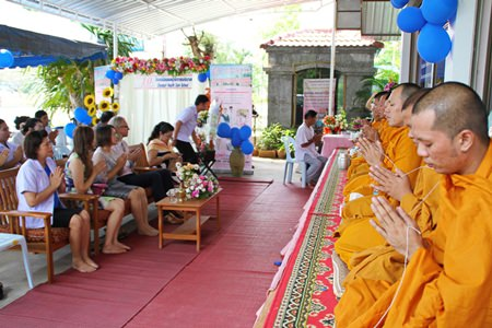 The Chonburi Health Care School celebrated its 10th anniversary by hosting a luncheon for nine monks invited to perform a prayer service for auspiciousness.