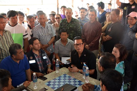 Residents gather debate with police and city officials, and in the end put a stop to the East Pattaya one-way traffic.