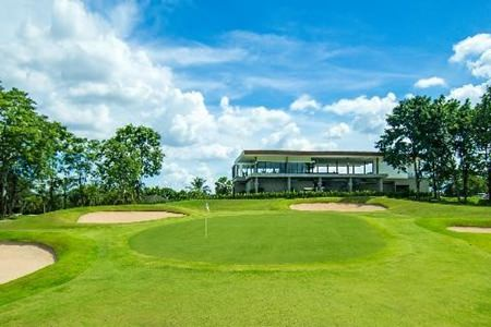 The 18th green and clubhouse at Pattavia.
