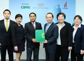 Vijien Lamsam (3rd from right), Managing Director, Somsri Lamsam (2nd from right), Director of Montri International Co., Ltd., Nithipat Tongpun (3rd from left), Executive Director, and Maneerat Vichitrattana (2nd from left), Director of CBRE Thailand, attend a signing ceremony at the beginning of April for the sole agency appointment.