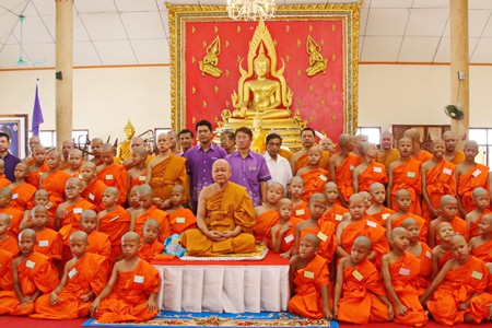 Sattahip Temple Abbot Tasanee Kunakorn (center) poses with officials and the novices being ordained to honor HRH Princess Maha Chakri Sirindhorn on the start of her 61st year.