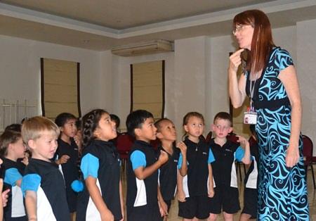 Mrs. Karyn Walton telling stories using gestures.