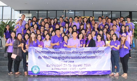 150 people from Mae Mo, Lampang came to study the population structure, health policies and civilization of Nongprue.