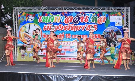 Local dancers perform a demonstration of Thai dance that is a good example of traditional Songkran culture.