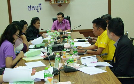 Chonburi Deputy Gov. Chamnanwit Taerat (seated at head of table) leads a meeting to assign agencies to publicize how the local government is using public money to help the public.
