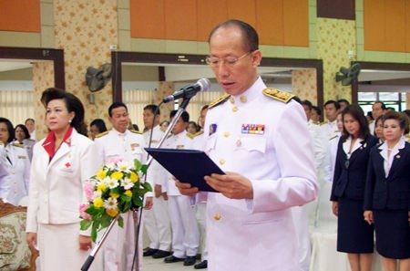 Gov. Khomsan Ekachai presides over an event to pay homage to King Rama III and salute the province's government workers.