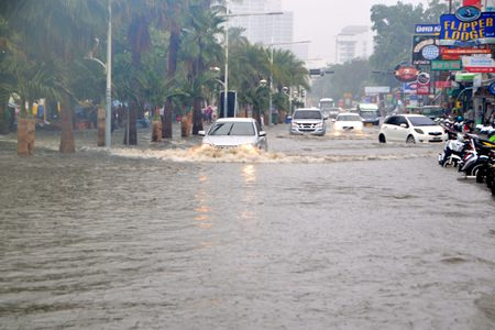 The entire Pattaya Beach Road was flooded.