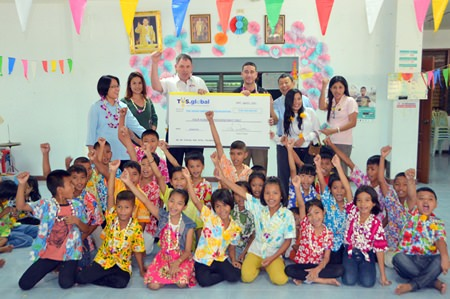Travis Dupre (3rd the left), managing director of Thunder Oilfield Services (Thailand) Limited, generously donates 400,000 THB to support the children at the center.