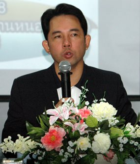Itthiphol Kunplome, Mayor of Pattaya and President of the Windsurfing Association of Thailand, talks during the March 27 meeting.
