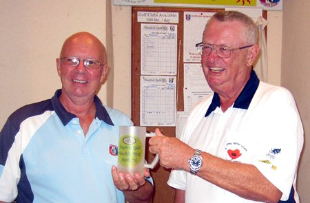 Monthly Mug winner Brian Parish (right) receives his prize from organizer and runner-up Dick Warberg.