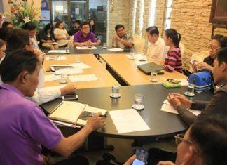 Deputy Mayor Verawat Khakhay (back, center) leads an organizing meeting for the upcoming National Bike Thailand Pattaya 2015 ride June 14.