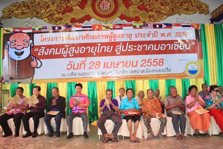 Former Culture Minister Sonthaya Kunplome (left) joins other politicians to sit alongside hundreds of seniors in prayer during this year's Senior's Ability Development Project.