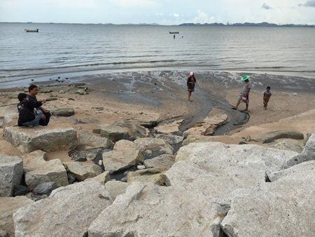 Naklua residents are demanding that Pattaya address a long-running problem of raw sewage flowing into the sea at the north end of town.