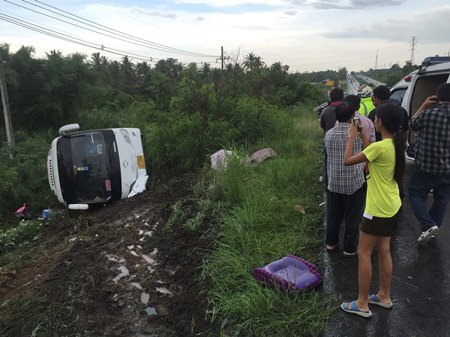 Seventeen Chinese tourists and the driver were injured when their tour bus slid off the road and flipped onto its side during heavy rain in Pong Sub-district.