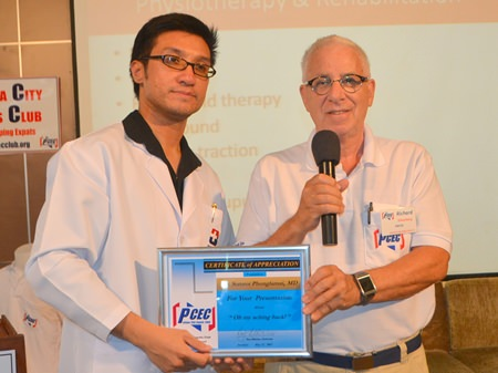 MC Richard Silverberg presents Dr. Somrot Phonglamai with the PCEC's Certificate of Appreciation for his informative talk about prevention and treatment of back pain.